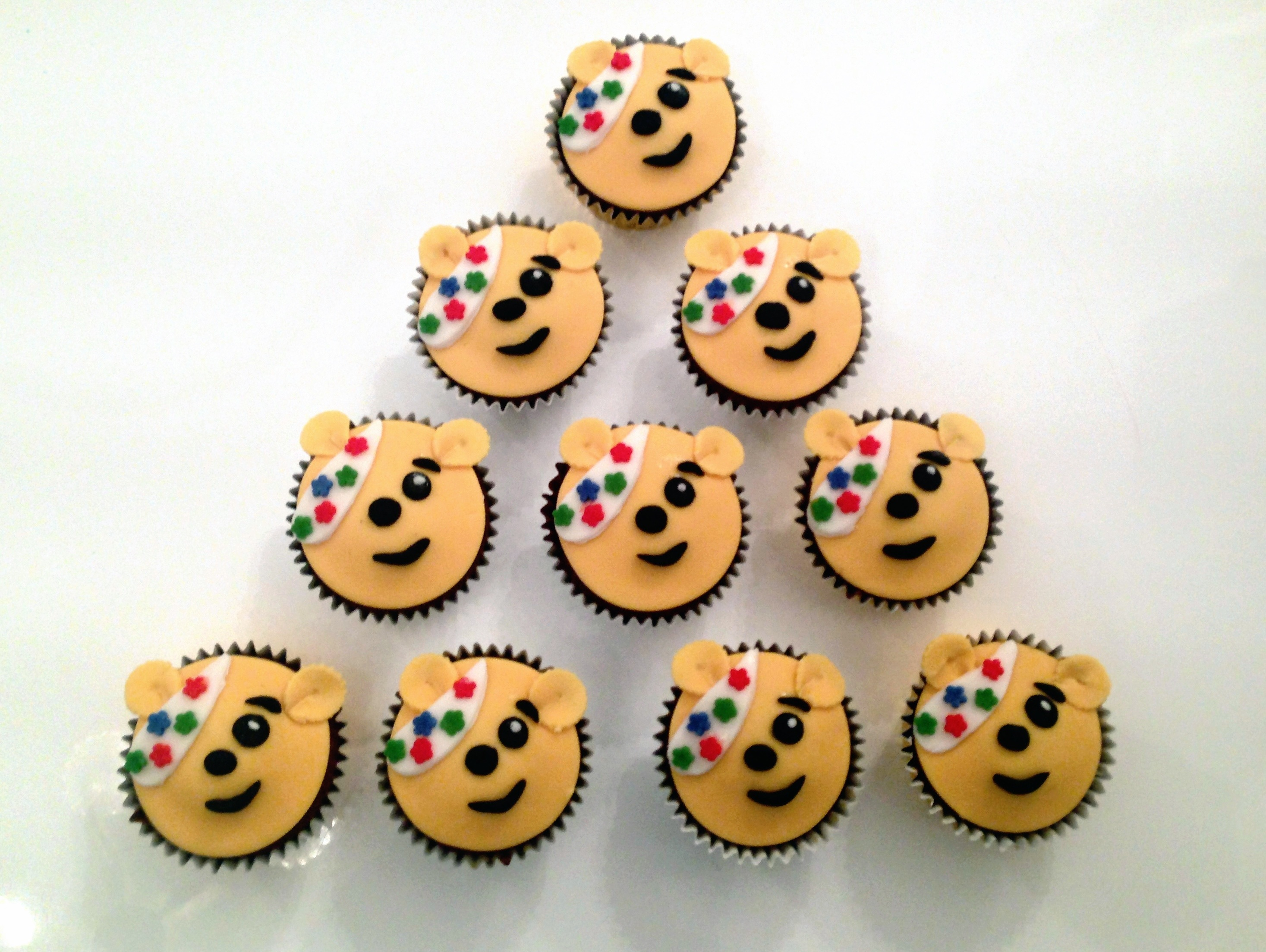 Children In Need Pudsey Cupcakes besides Buko Salad moreover Doce Serradura further Christmas Leftovers in addition Chocolate Orange Cake. on halloween pudding
